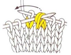 Набрасываем первую и вторую петли на провязанную петлю.