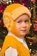 Очень удобная шапочка-шлем для мальчика 4-5 лет выполнена спицами