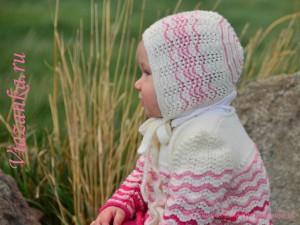 Шапочка из бело-розового комплекта для девочки