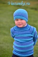Комплект из свитера и шапочки для мальчика, украшенные орнаментом из ленивых узоров
