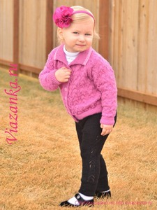 Вязаные спицами штанишки для девочки 2-3 лет в комплекте с кофточкой