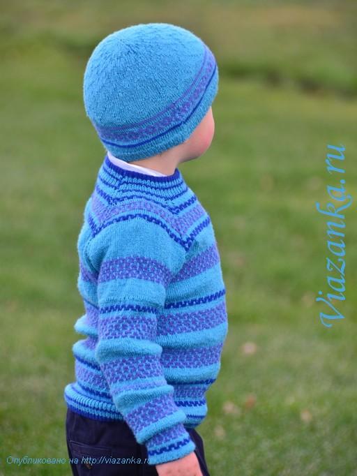 Вид сбоку свитера-реглан, связанного от горловины