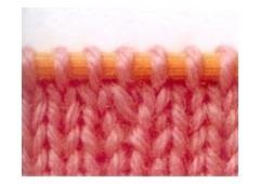 Образец вязания прибавления петли перекрещенным накидом