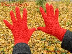 Вид ажурных перчаток с тыльной стороны