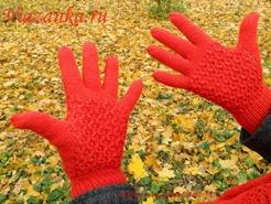 Вид ажурных перчаток со стороны ладони