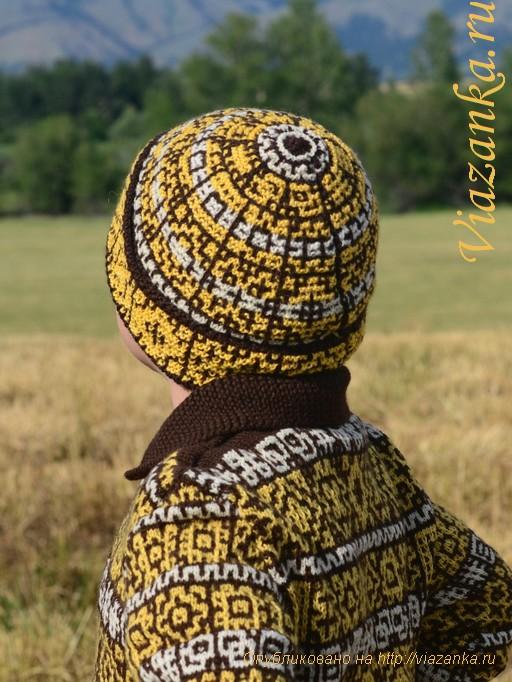 шапка для мальчика с отворотом и орнаментом из ленивых узоров