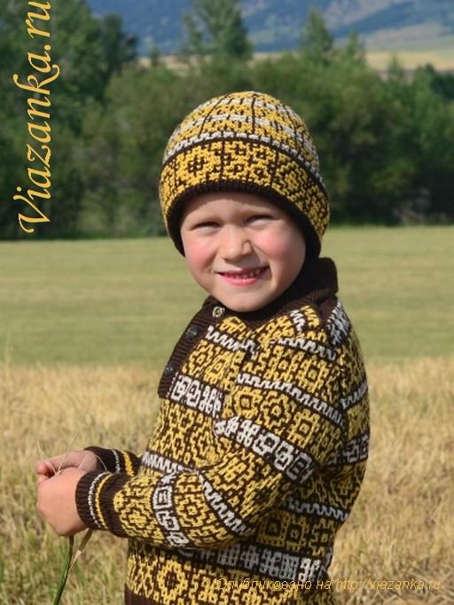 шапка для мальчика с орнаментом и отворотом