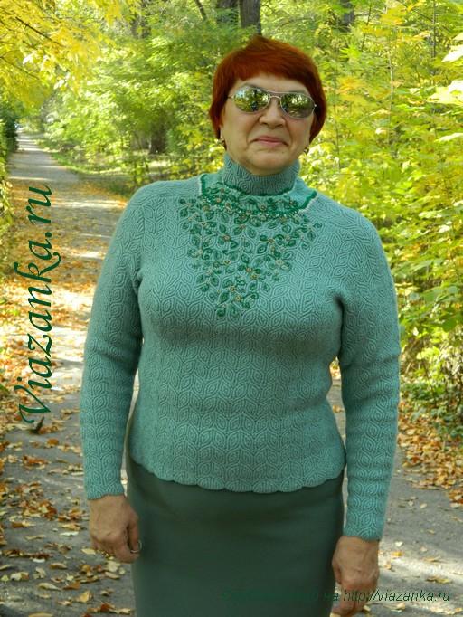 общий вид 3 свитера с вышивкой