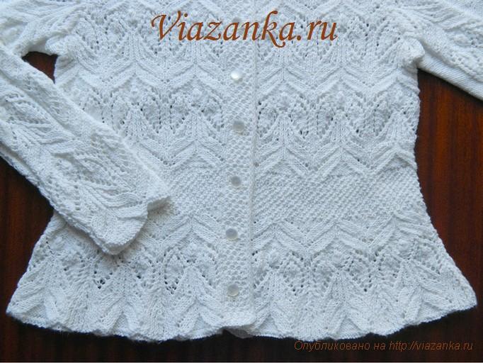 баска и манжета ажурной белой кофточки