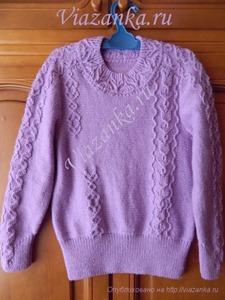 Вид спереди свитера для девочки